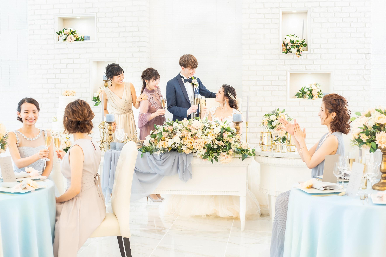 ステンドグラスに包まれた大聖堂挙式とシェフの本格フレンチで温かくも感動の結婚式を☆