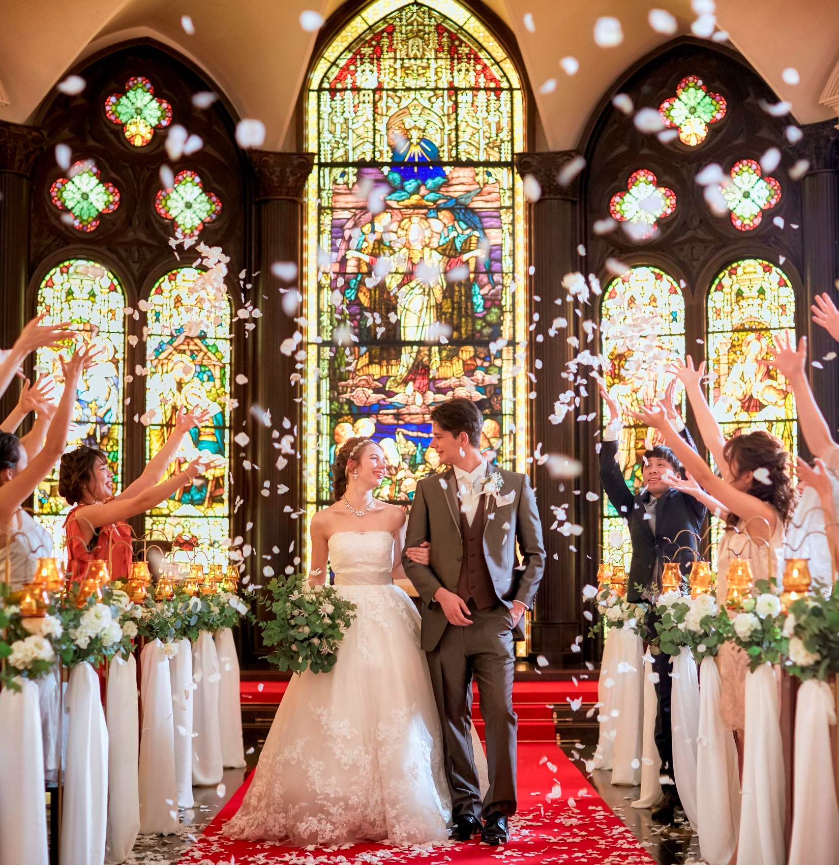 お申し込み日より半年をきったお二人へ♪<br> 日程さえ空いていれば<br> 結婚式準備は全く問題ございません!