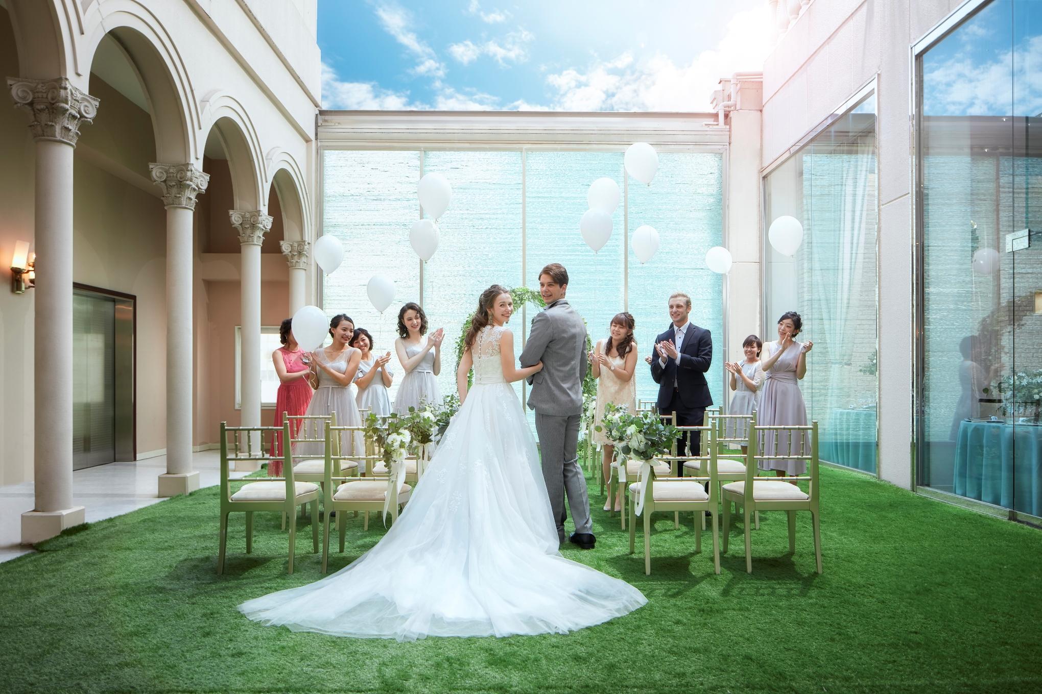 今年10月より消費税が10%になる予定です!<br> 結婚式は大きな金額になるので増税前に結婚式を挙げたい方必見です♫