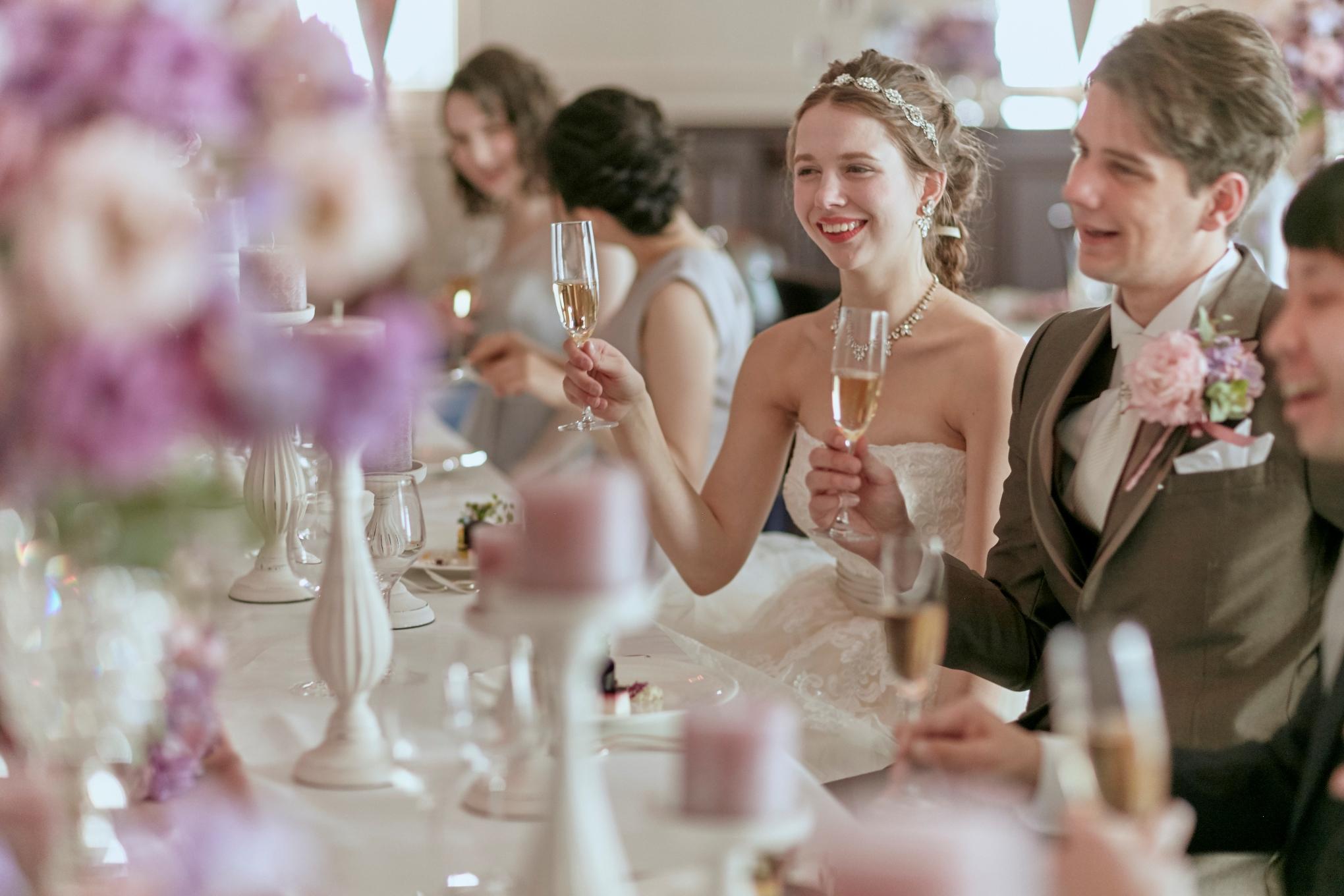 大切なご家族や仲の良いご友人を招いて、アットホームで心温まる結婚式♡<br> せっかく皆が集まってくれる日だから、美味しいお料理でおもてなししましょう!